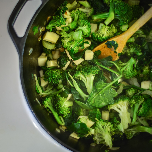 Detox Green Soup Recipe With Broccoli, Spinach And Ginger ...
