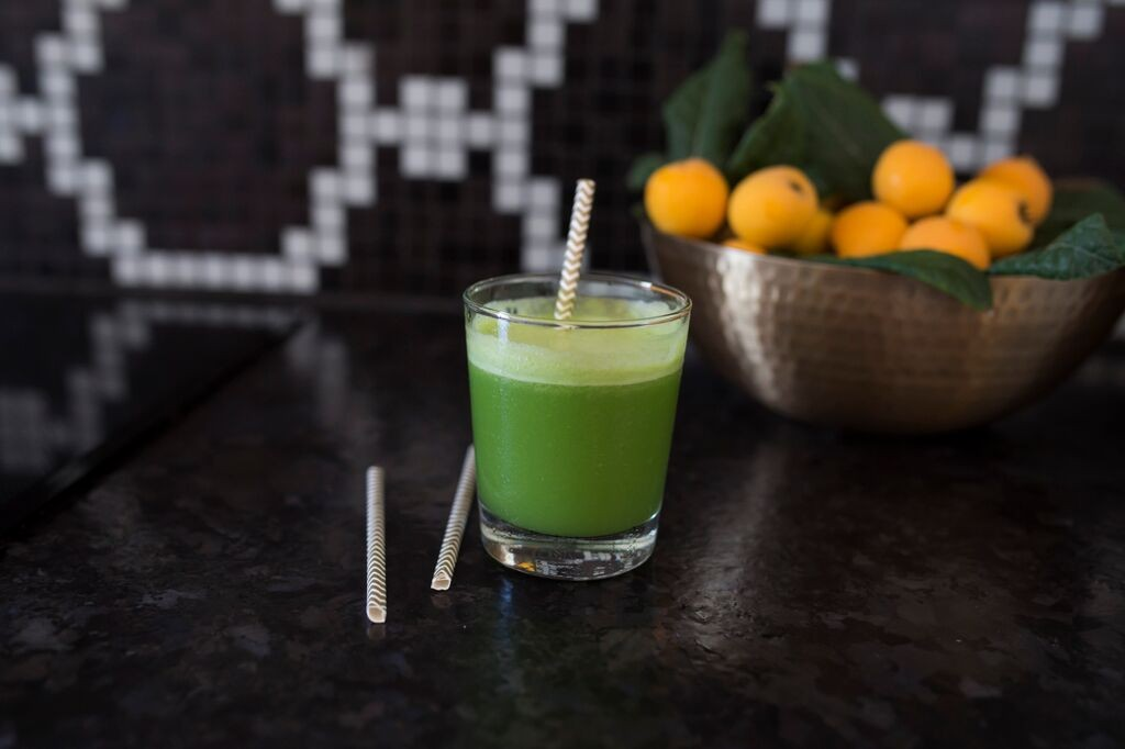 Need a 5 hour energy drink but don't want the caffiene and sugar? Make Warrior Juice with apple, cucumber, basil and lime for an energy boosting drink. #vegen #raw #juice